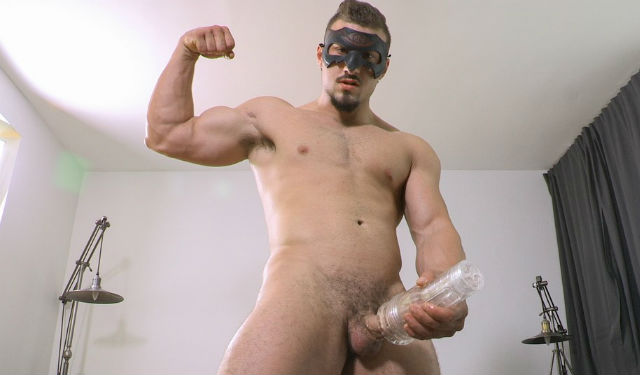 Muscle hunk Tyson shows how he fucks