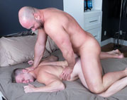 Big stud Tyler Reed barebacks Brian Bonds' hole