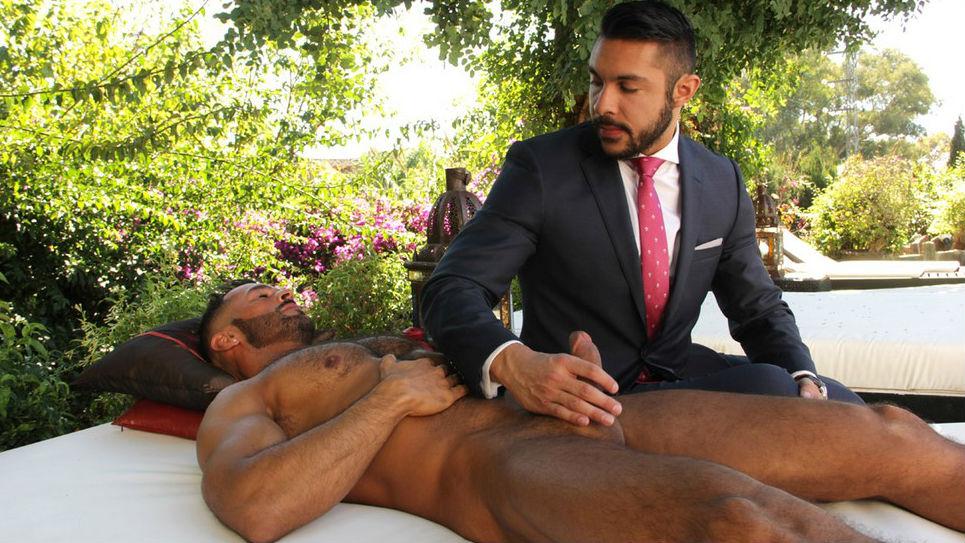 Muscle hunk Denis Vega fucks Seth Santoro