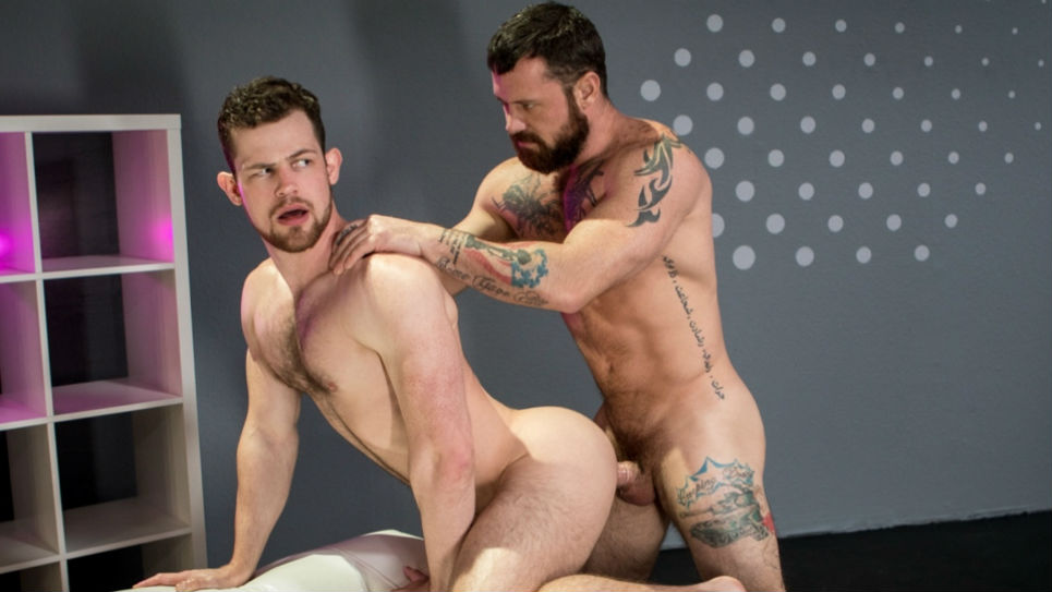 Kurtis Wolfe offers his hairy hole to Sergeant Miles