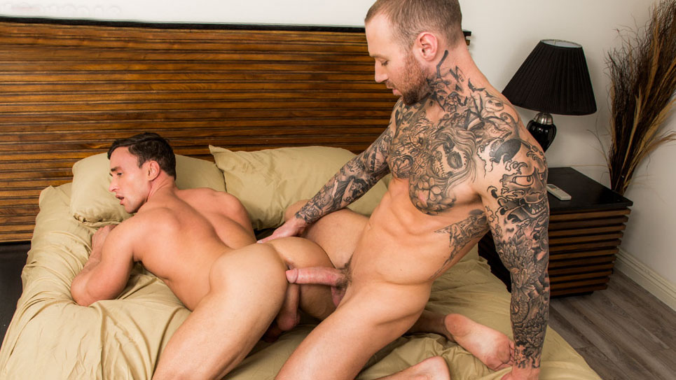 Hot studs Alexander Volkov and Dylan James flip-fuck