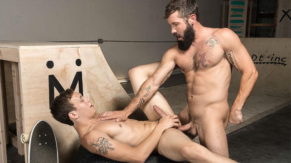 Zane Stone takes Jeff Powers' raw cock at Bromo