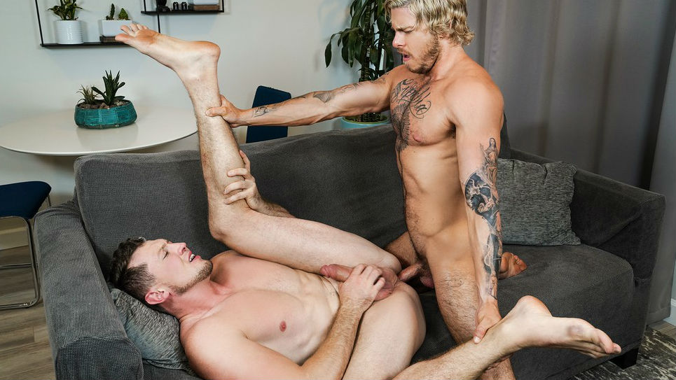 Chiseled Blake Ryder fucks Pierce Paris