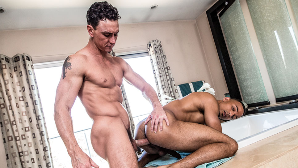 Cade Maddox fills Zario Travezz up with his hard dick