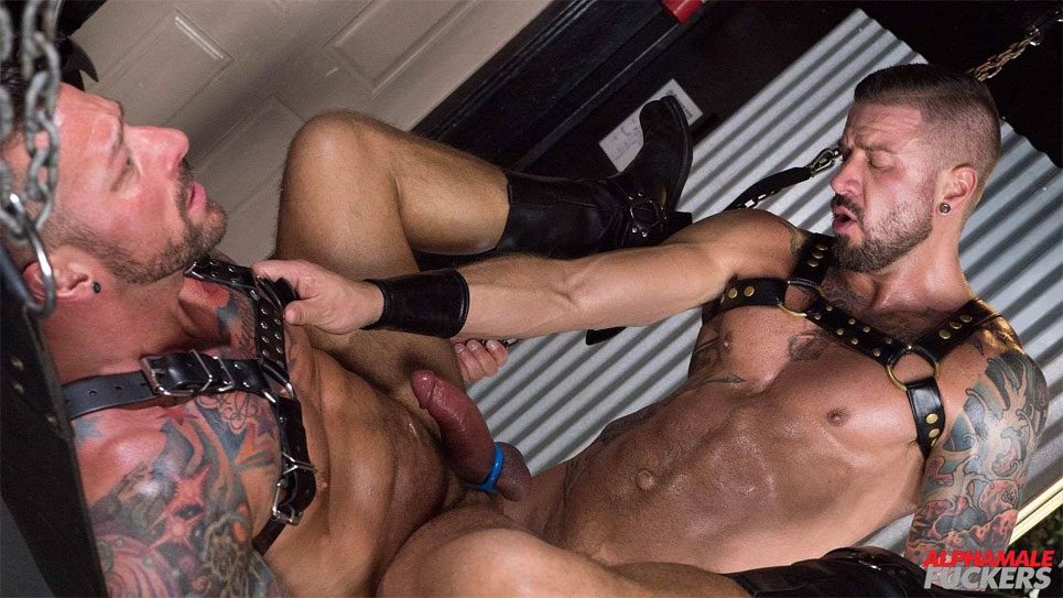 Hugh Hunter gets his bare hole fucked by Dolf Dietrich